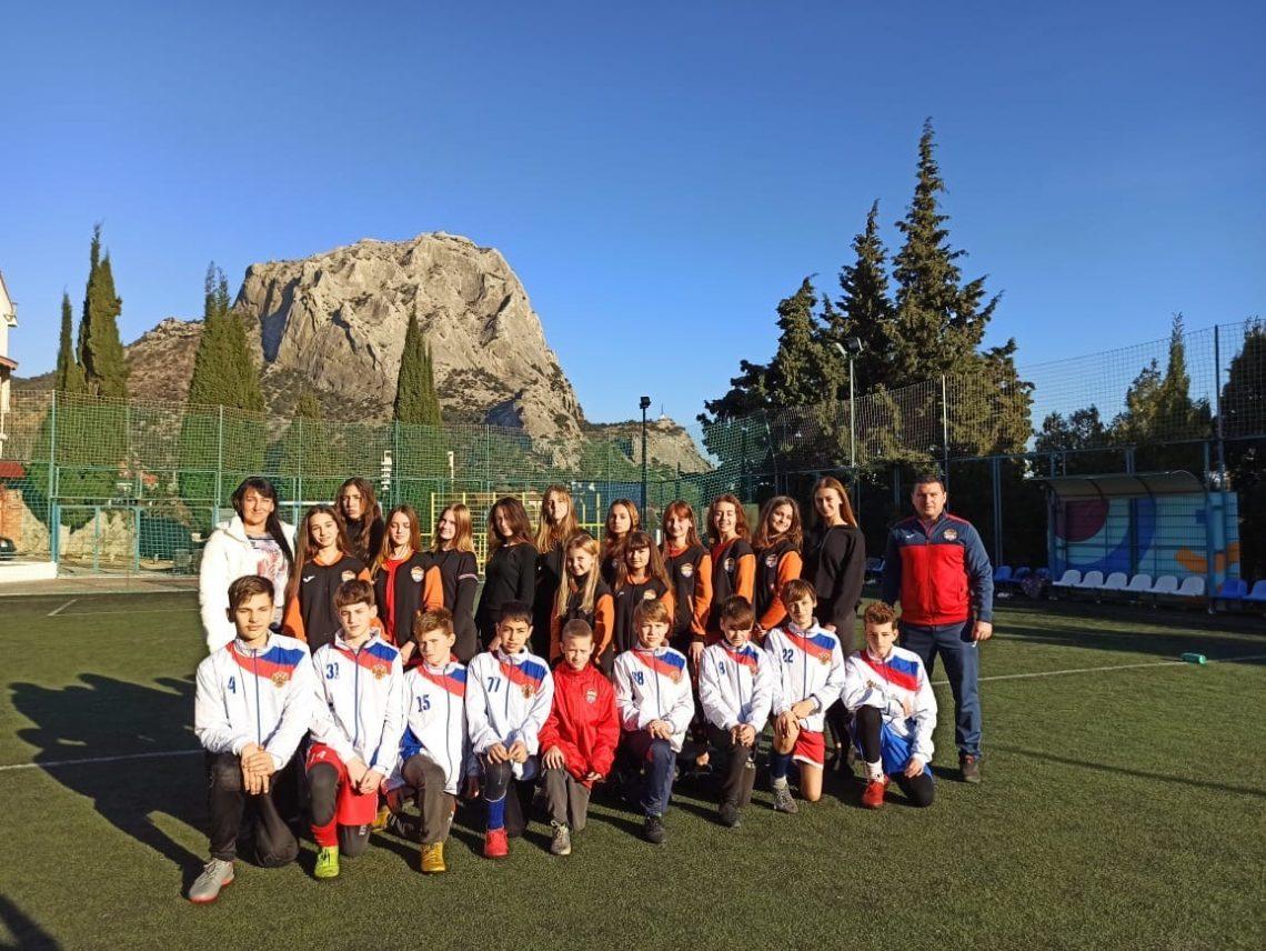 Поздравления от девочек спортклуба НСК-88💐,а также наших мальчишек С.Ш Судак-НСК-88⚽
